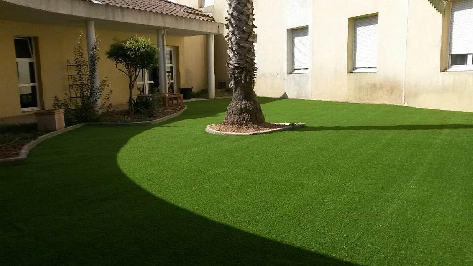 pose d 39 une pelouse artificielle toulon ambiance gazon. Black Bedroom Furniture Sets. Home Design Ideas