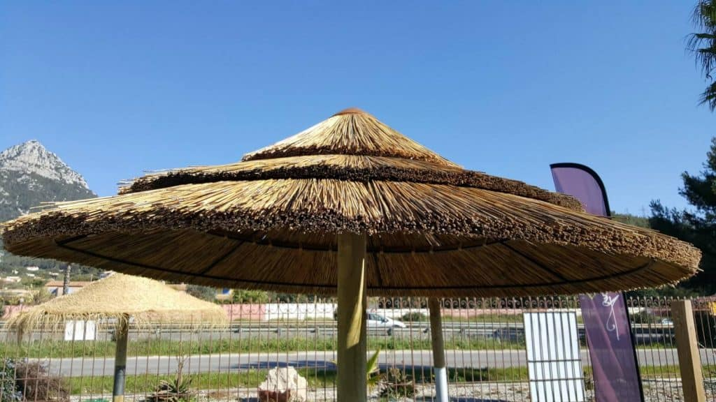Parasol en roseau naturel