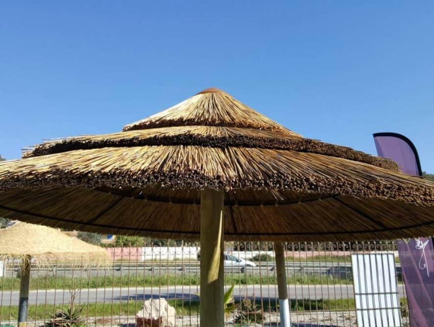 PARASOL EN ROSEAU NATUREL D'AFRIQUE